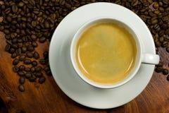 Café con el grano de café imagenes de archivo