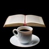 Café con el libro viejo Fotografía de archivo libre de regalías