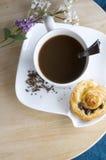 Café con el rodillo de cinamomo Fotos de archivo libres de regalías