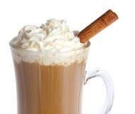 Café con la crema azotada aislada Fotografía de archivo libre de regalías