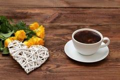 Café con las flores para los amantes del sabor Fotos de archivo libres de regalías