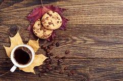 Café con las galletas del chocolate Imágenes de archivo libres de regalías