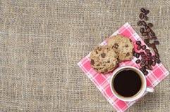 Café con las galletas del chocolate Imagen de archivo libre de regalías