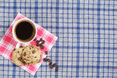 Café con las galletas del chocolate Foto de archivo