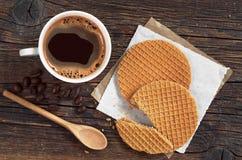 Café con las galletas redondas Imagen de archivo libre de regalías