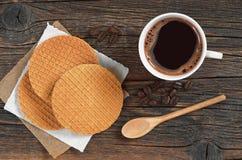 Café con las galletas redondas Fotos de archivo