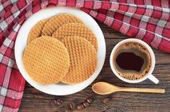 Café con las galletas redondas Imagenes de archivo