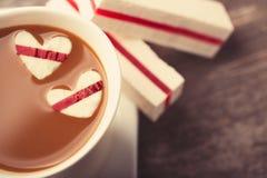 Café con los corazones Imagenes de archivo