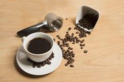 Café con los granos de café Imagen de archivo