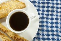 Café con los palillos del empanada y del queso Imagen de archivo libre de regalías