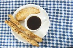 Café con los palillos del empanada y del queso Foto de archivo libre de regalías