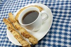 Café con los palillos del empanada y del queso Imagen de archivo