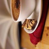 _ café con poner crema espuma Fotografía de archivo libre de regalías