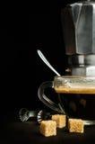 Café con un fabricante de café viejo del metal Imagen de archivo libre de regalías