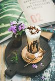 Café congelado do mocha com chantiliy no vidro a bordo imagens de stock