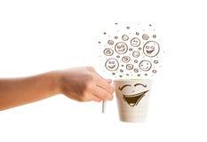 Café-copo com mão marrom as caras felizes tiradas do smiley Imagens de Stock Royalty Free