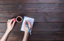Café, cuaderno, lápiz fotografía de archivo