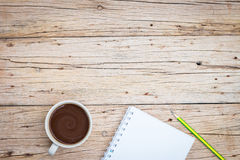 café, cuaderno y lápiz Foto de archivo