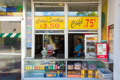 Café cubano típico na 8a rua em Miami Foto de Stock