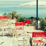 Café d'été par la mer, impressions de la Grèce Photo libre de droits