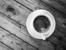 Café d'Americano, sur la table en bois Image libre de droits