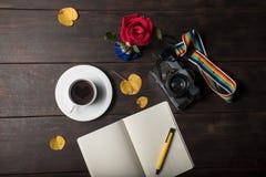 Café d'amour et rose de rouge Images libres de droits