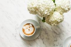 Café d'art de Latte avec l'ours photographie stock
