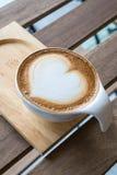 Café da arte do Latte com copo fotos de stock