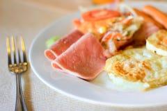 Café da manhã americano na tabela Imagem de Stock Royalty Free