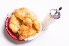 Café da manhã búlgaro, massa fritada com açúcar - Fotografia de Stock Royalty Free