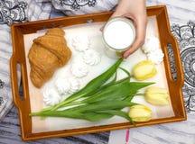 Café da manhã bonito na cama Foto de Stock Royalty Free