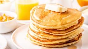 Café da manhã caseiro delicioso com panquecas fotografia de stock royalty free
