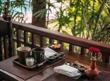 Café da manhã claro com chá e doce caseiro perto da associação Fotografia de Stock Royalty Free