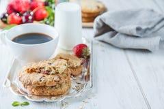 Café da manhã com algum leite Fotos de Stock
