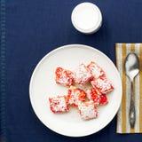 Café da manhã com biscoitos fotos de stock royalty free