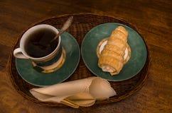 Café da manhã com chá e pastelaria Imagens de Stock