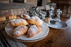 Café da manhã com coffe e croissant Foto de Stock Royalty Free