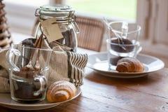 Café da manhã com coffe e croissant Imagem de Stock Royalty Free