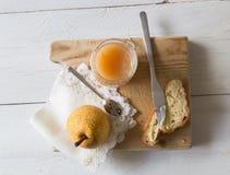 Café da manhã com doce da pera imagens de stock royalty free