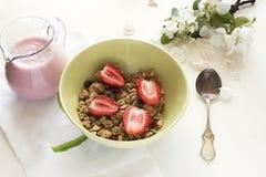 Café da manhã com granola Fotos de Stock