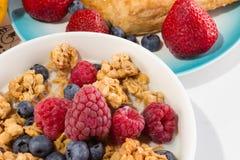 Café da manhã com muesli e frutos Imagens de Stock