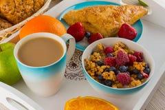 Café da manhã com muesli e frutos Fotografia de Stock