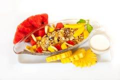 Café da manhã com muesli e frutos frescos Fotos de Stock Royalty Free