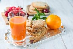 Café da manhã com sumo de laranja Imagem de Stock Royalty Free