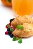 Café da manhã com sumo de laranja e os croissant frescos Fotografia de Stock