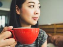 Café da manhã da bebida da mulher imagens de stock