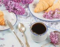 Café da manhã da mola do café e dos croissant Imagens de Stock Royalty Free