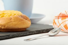 Café da manhã de creme do bolo do coco fotos de stock