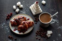Café da manhã delicioso com café e biscoitos imagem de stock royalty free