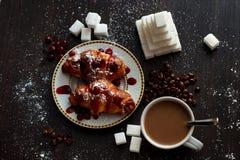 Café da manhã delicioso com café e biscoitos fotos de stock royalty free